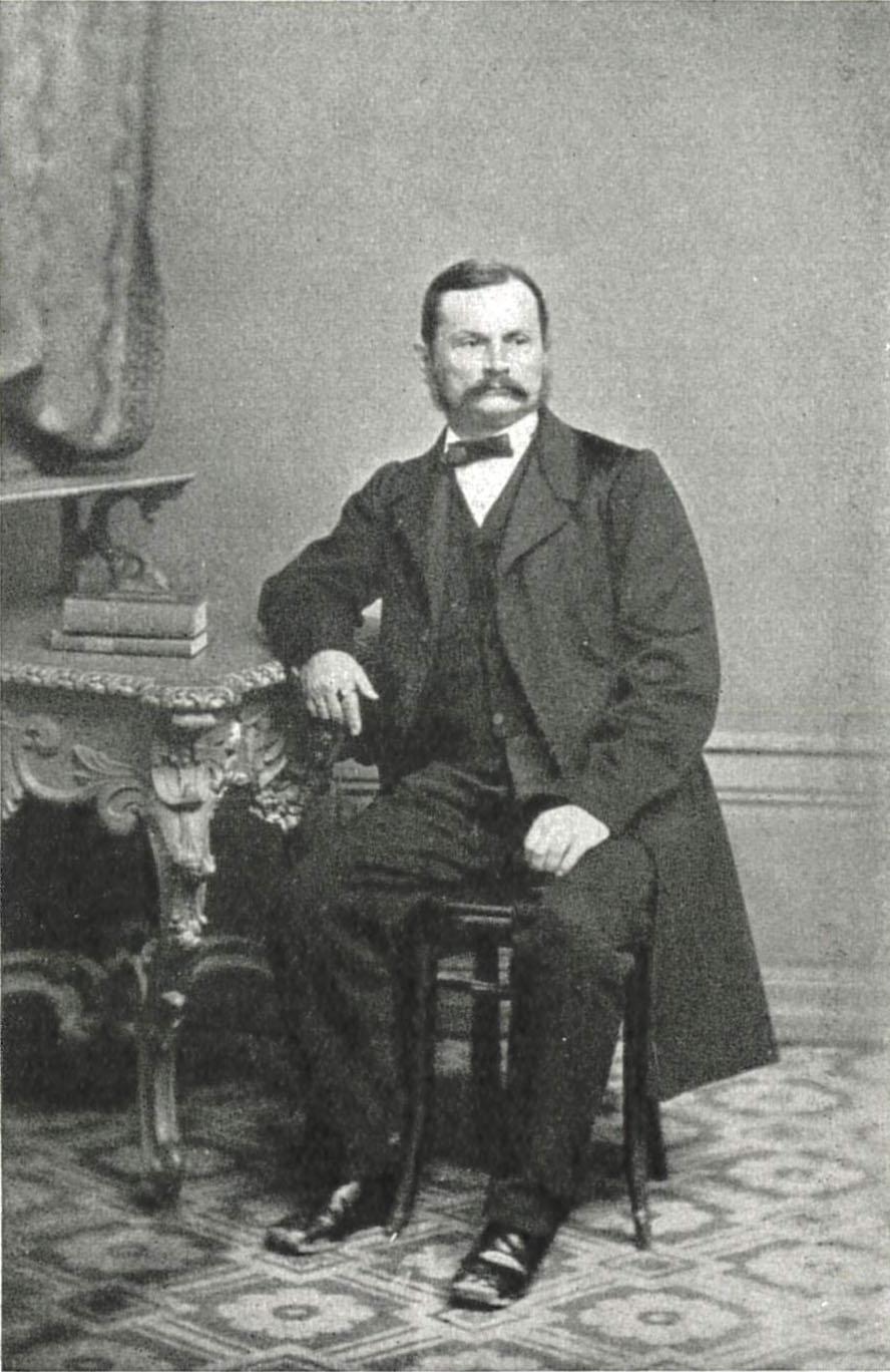 Die historische Fotografie zeigt den sogenannten Friedrich Haberlandt 1833, auf einem Stuhl sitzend..