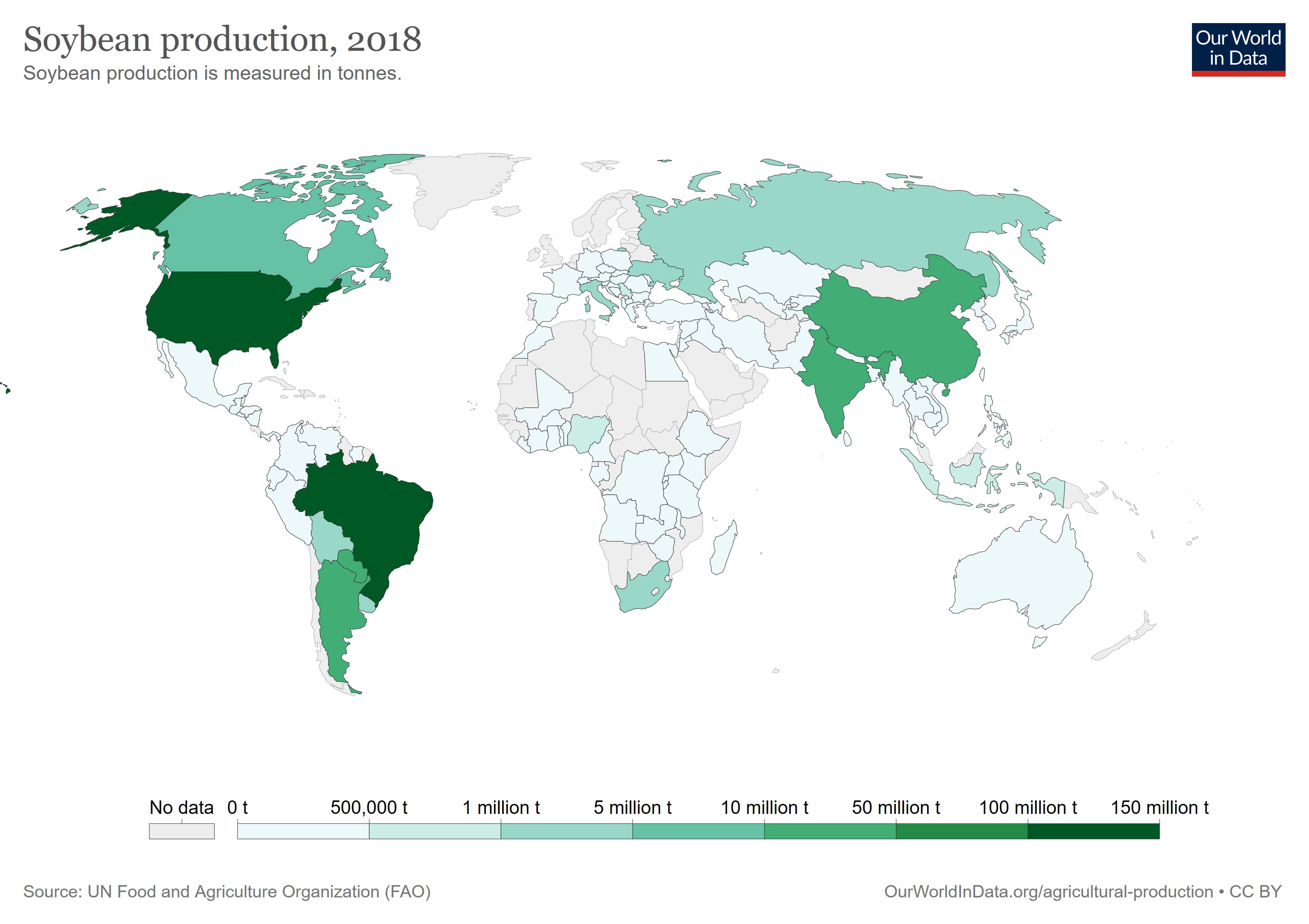 Die Grafik zeigt eine Weltkarte mit Angaben der Produktion von Sojabohnen in Tonnen aus dem Jahr 2018. Brasilien und die USA produzierten 2018 zwischen 100 und 150 Millionen Tonnen Sojabohnen. Sie sind damit die größten Sojaproduzenten.