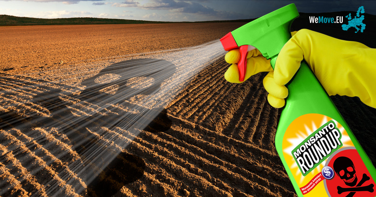 """Das Bild zeigt eine Fotomontage: eine Flasche des Herbizids Roundup von Monsanto wird auf ein Feld gesprüht, auf dem grafisch, wie auf der Flasche, ein Totenkopf dargestellt ist. In der rechten oberen Ecke ist das Logo """"WeMove.EU"""" eingebettet."""