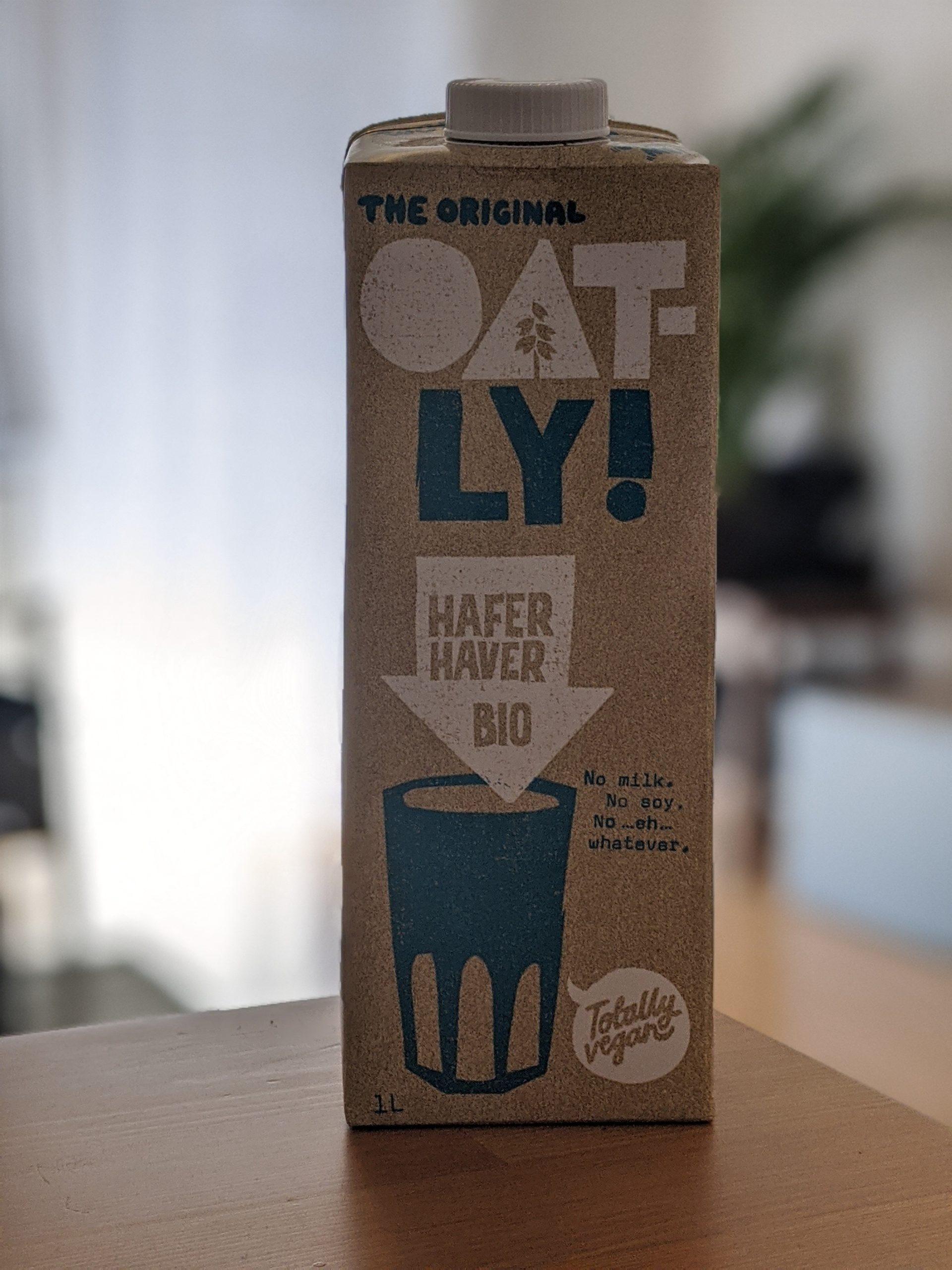 """Foto einer Packung Hafermilch, auf der geschrieben ist: """"No milk. No soy. No…eh – whatever."""""""